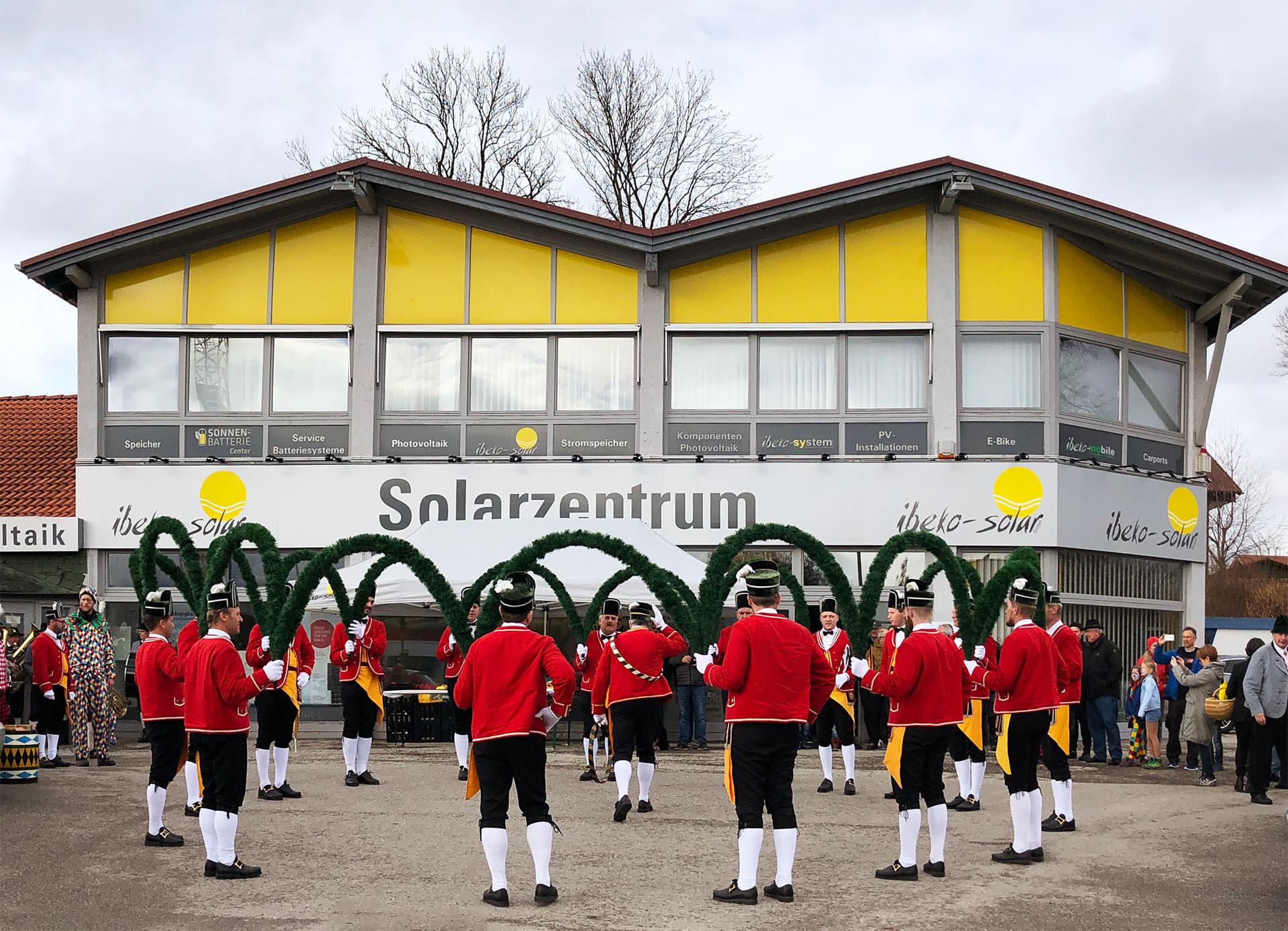 Der Schäfflertanz bei ibeko-solar GmbH in Kolbermoor 6
